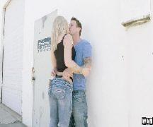 Dinovideos loira gostosa fodendo com namorado
