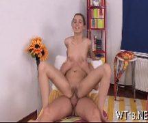Video porno magrinha sentando na vara