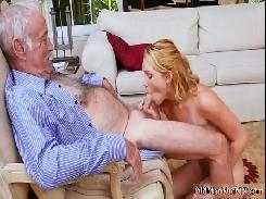 Foi visita o pai e acabou dando a buceta